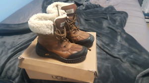 Uggs boots SIZE 7 and waterproof  230$!!!