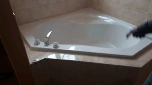 Perfect condition corner love tub