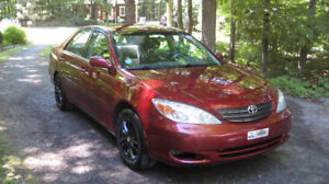 Toyota Camry 4 cyl. LE 2002 106,000km rouge
