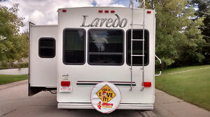 *Sweet Deal** 2004 LAREDO 29FT IN MINTY COND. LG SLIDEOUT