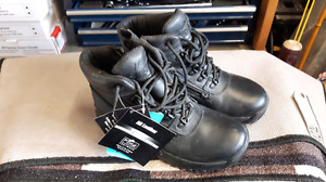 Tactical boots brand new. Never worn tags still on boots