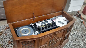 **Beautiful Vintage cabinet Dual 1211 Turntable w radio