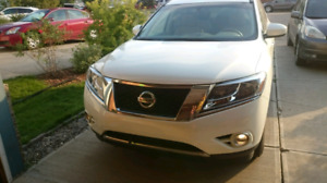 2014 Nissan Pathfinder low mileage