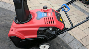 (HARDLY USED) TORO POWER CLEAR SNOWBLOWER