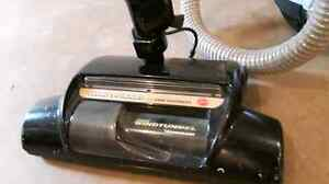 Hoover 12 amp wind tunnel vaccume