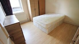 RUSH!!** Double room with own shower and toilet available to couples 180pw. in camberwell, London!!