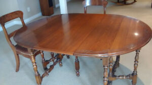 Gate leg table, 4 Chairs