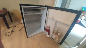 2.7 cubic foot fridge hamilton beach