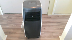 WINDOW UBERHAUS AIR CONDITIONER  8,000 BUT PORTABLE LIKE NEW
