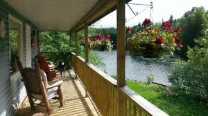 Chalet privé bord de l'eau: spa, BBQ, canoë et plus