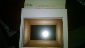 "7-12"" LCD Picture/Video Frames NEW ( In Box With Remotes )"