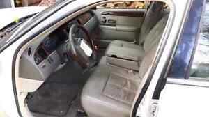 Parting out 2003 Lincoln Town car Cartier Cambridge Kitchener Area image 7