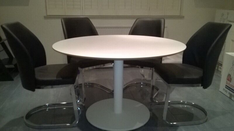 Round dining table ikea billsta 118cm and six wren chairs for Table 6 personnes ikea
