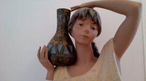 LLADRO WATER CARRIER GIRL (BUST) 01012014