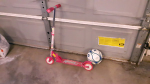 Foldable child's scooter