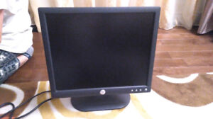 Monitor Dell 17 inch LCD/ display/ moniteur/17po/ WORKS FINE/C