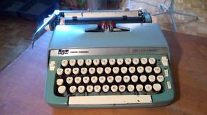Vintage typewriter . Rétro Machine à écrire . Dactylo