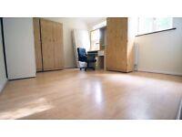 Nice Double Room, 4min To Newbury Park Station £130pw