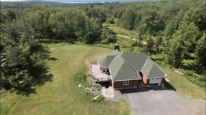 Home with 40 acres, barn, sugar shack, privacy, guest house +++