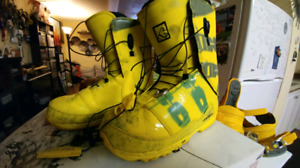 Mens 10.5 Burton snowboard boots and  tuque, Ride bindings and