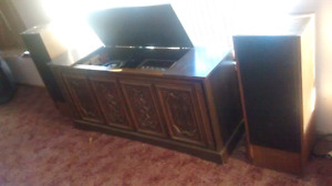 Cabinet stereo with tower speakers