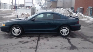 Ford mustang gt 5.0 litre automatic 127000km prend echange