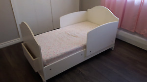 Solid wood toddler bed w/ Sealy mattress