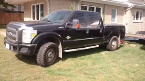 2011 Ford F-250 XLT SUPER DUTY  Pickup 6.7L TURBO DIESEL 4X4