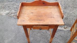 Table de pot de chambre antique