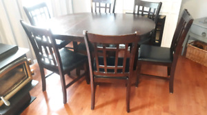 Solid Wood Table with 6 Chairs-Removable Leaf to suit 4 chairs