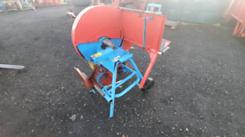 Tractor three point linkage pto driven saw bench sliding table