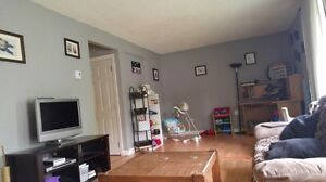 Beautiful 3 bedrooms apartment available Oct1