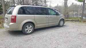 2008 Dodge Grand Caravan SXT Swivel N Go