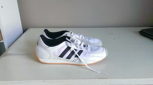 Adidas 9 1/2 pour homme (comme neuf)