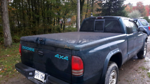 Tonneau cover dakota 98