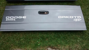 1997-2004 DODGE DAKOTA ** PANNEAU HAYON ** TAIL GATE **