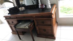 Office desk , display desk