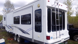 1999 New Vision Ultra 34.5' hard wall fifth wheel