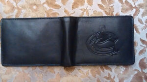 NHL Leather Wallet With Embossed Vancouver Canucks Logo – Black Downtown-West End Greater Vancouver Area image 8