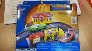 Group 34. Mc Donald's Drive Thru. Made by Hot Wheels 2001.