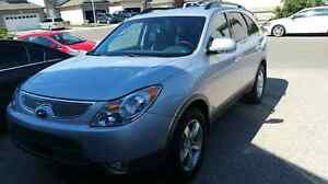 2009 Hyundai Veracruz AWD,  Loaded with heated leather seats