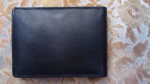 NHL Leather Wallet With Embossed Vancouver Canucks Logo – Black Downtown-West End Greater Vancouver Area image 7