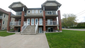 Grand 4 1/2 style condo à valleyfield