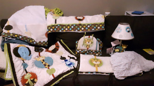 Nojo jungle crib/toddler bed set with all accessories