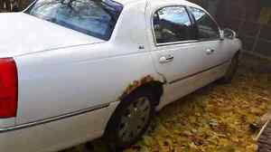Parting out 2003 Lincoln Town car Cartier Cambridge Kitchener Area image 3