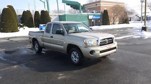 camion toyota  tacoma  39.960 km bon deal  a  11.200   neg