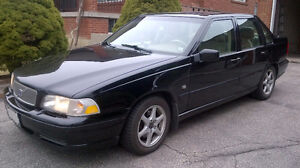 2000 Volvo S70 Sedan only 151,000 km Drive it to work daily