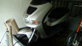 Peugeot Elyseo 100cc Scooter Moped