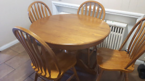 Oak dinette with leaf/Table and chairs