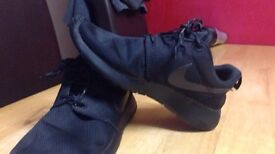 Nike roches size 6